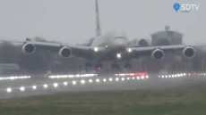 Overpowering crosswind makes airliner HOVER above runway during landing at London's Heathrow.mp4