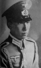 Chiang Wei-kuo with hat.jpg